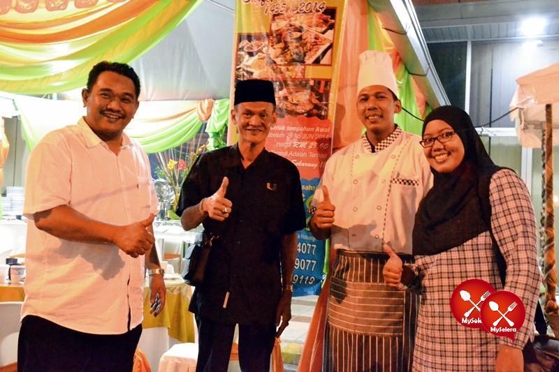 Bersama pemilik D'Kampung Cafe