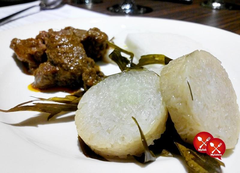Lemang dan rendang daging di Buffet Ramadhan Pacific Regency Hotel Suites Kuala Lumpur