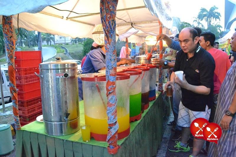 Minuman Self Service di Buffet Ramadhan D'Kampung Cafe, Anggerik Mall