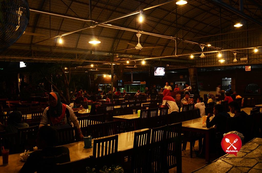 Pelanggan Hazlan Bistro Kuala Terengganu