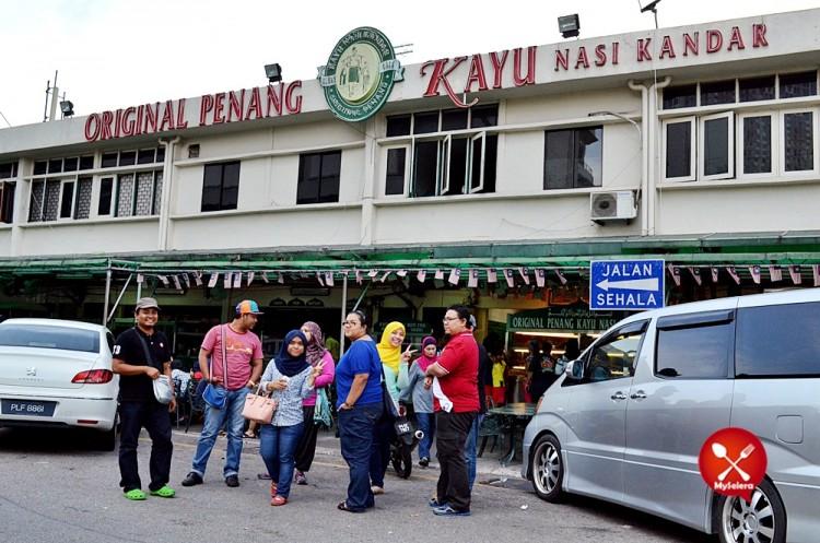 Nasi Kandar Beratur di Original Kayu Nasi Kandar, Sungai Nibong, Penang